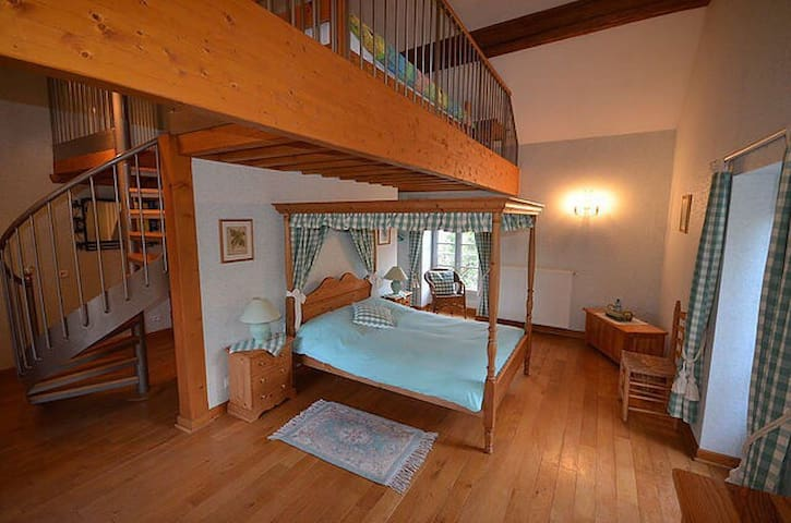 Chambre familiale spacieuse - Mellecey - Bed & Breakfast