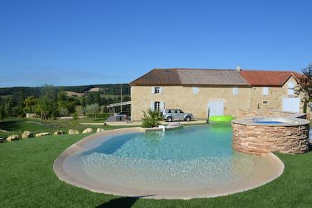 Ancienne ferme  restaurée avec piscine et jacuzzi