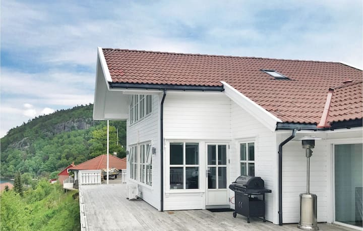 Amazing home in Lindesnes with Sauna and 4 Bedrooms