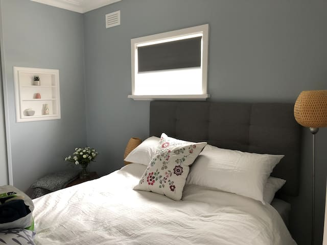'Redcourt'- Stylish 2nd floor apartment