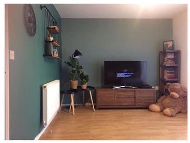 PRIVATE ROOM FOR SINGLE OR COUPLE