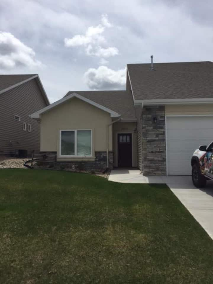 Eclipse Listing! 4 Bedroom, 3 Bath Twin Home