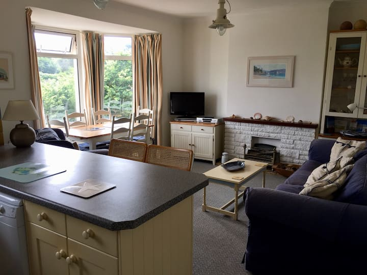 Hope Cove, sea views, 1 min to beach, dog friendly