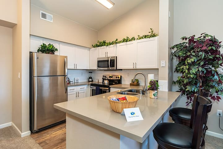 Luxury Upper Level Apartment with Great Amenities