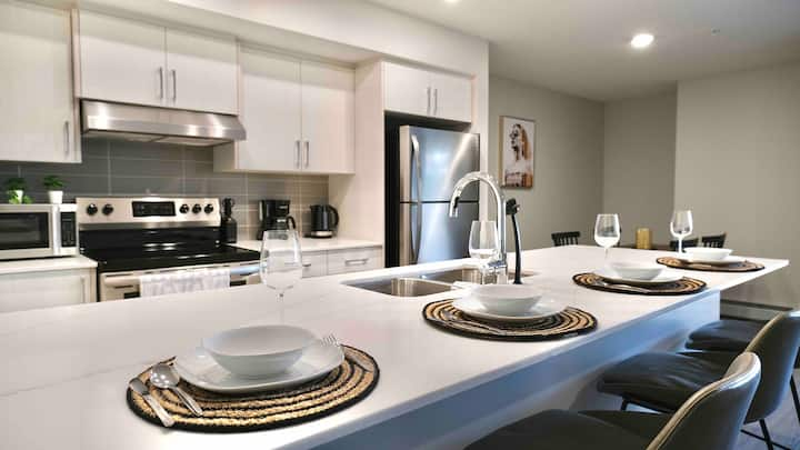 BRAND NEW - Chic Condo In Heart Of Mission 2B/2B