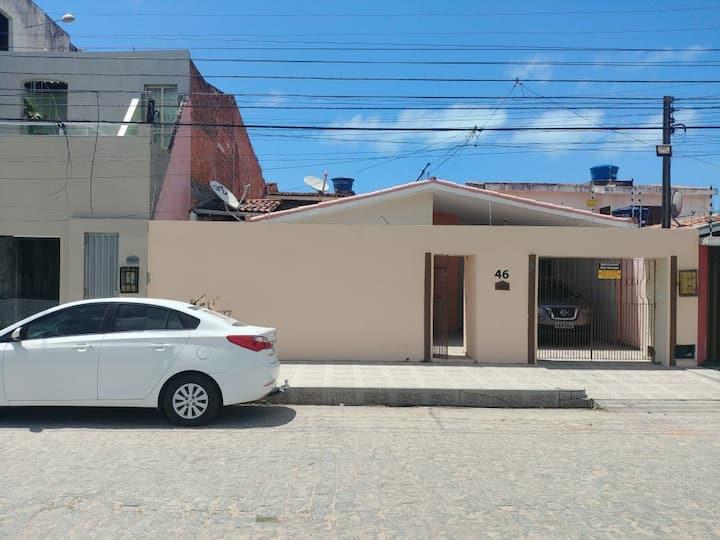 Casa na Pajuçara, praia cartão postal de Maceió.