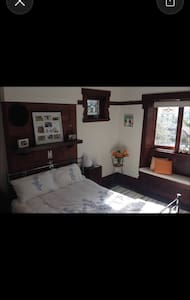 10 mins walk to Manly beach &ferry - House