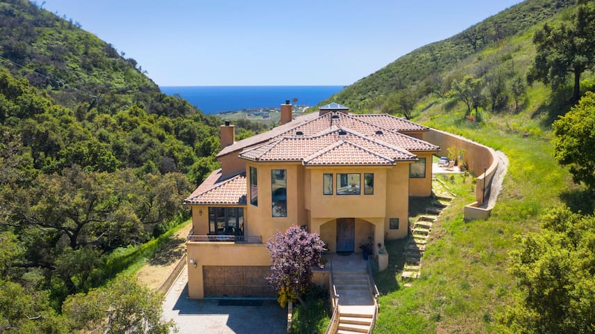 MALIBU VILLA 10 MINS 2 BEACH W/ 8 PARKING SPOTS!