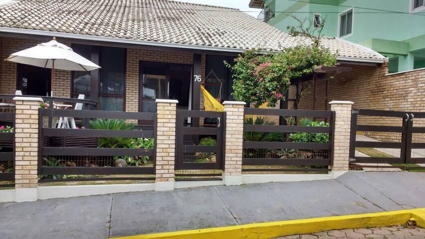 Casa Prainha, 4 quartos na rua do Bar do Banana - São Francisco do Sul - Ev