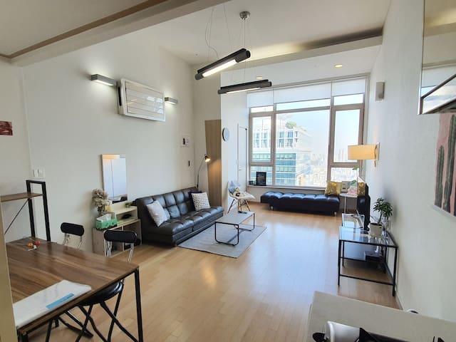 [강남역 #5] 24층 복층구조의 넓고 아름다운 뷰의 loft!