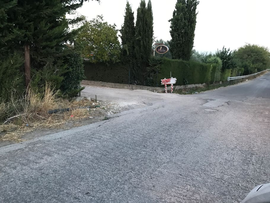 la strada di accesso