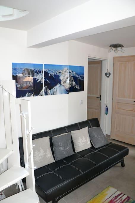 Niveau 1  33 m2 espace séjour, salle à manger ,cuisine équipée, WC1 ,salle de douche 1 et entrée vestibule