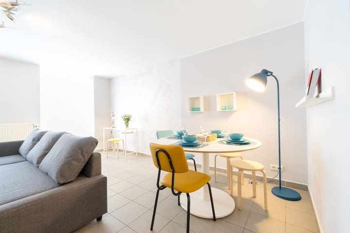 Dinning table for 4 people