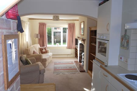 Cozy and Light  1 bed apartment with parking - Pewsey