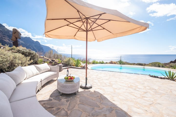 Stunning Villa with pool and amazing sea views
