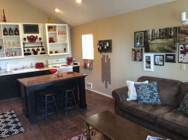 Cozy Sunriver Condo in Powder Village w/ Pool &Spa