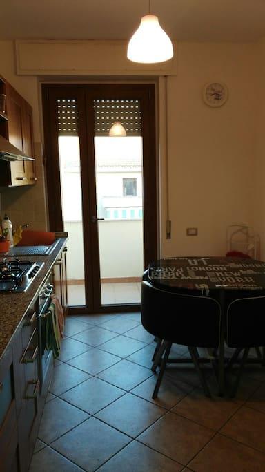 Kitchen at 08:00
