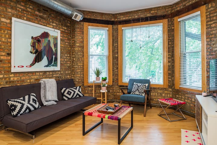 Bright ChiTown 2 BR Condo Bursting with Local Art!
