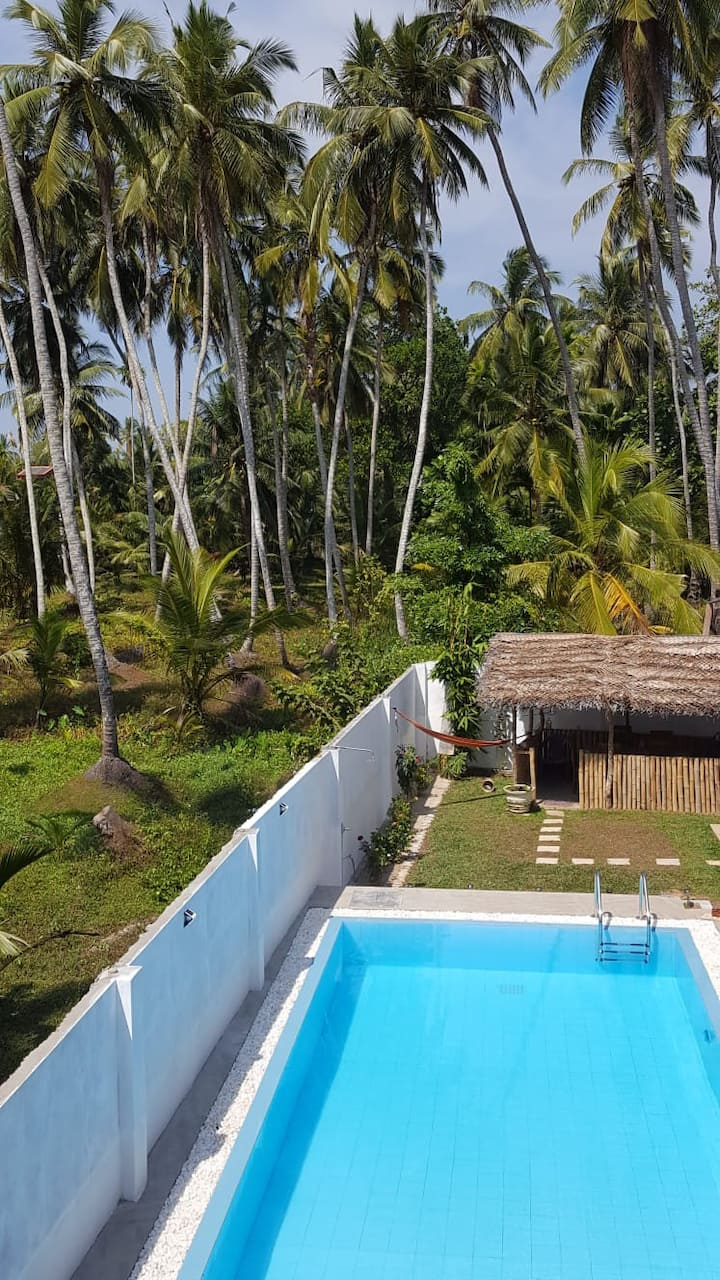 Sylvan Villa. Deluxe rooms with a swimming pool.
