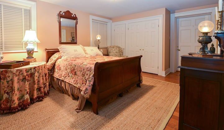 George Davis Room - Choctaw Hall Bed & Breakfast