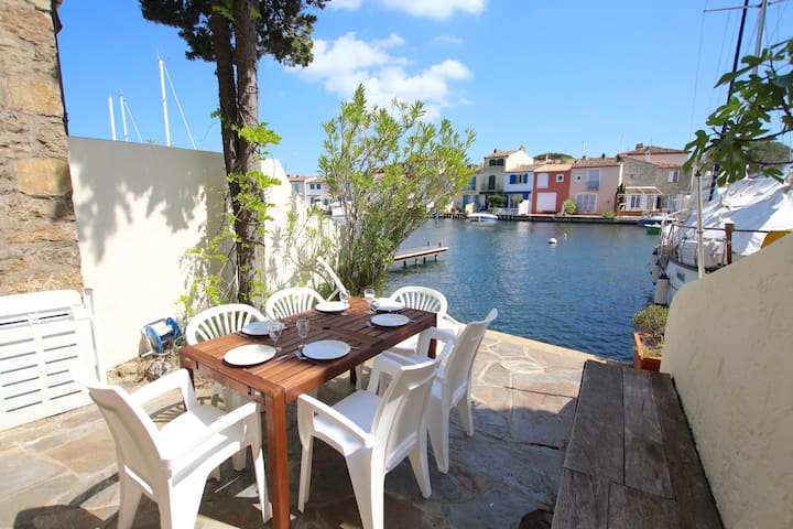 Fisherman house close to the beach with a 15m mooring