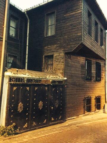Eyüp'de teraslı ve garajlı konak... - Eyüp  - Loft