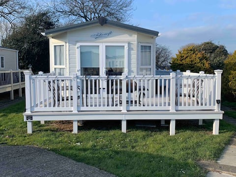 Wonderful 2 bedroom holiday home near the beach