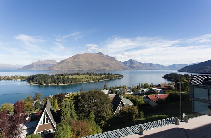 QT Hill.Walk to town.Great views 3. - Queenstown