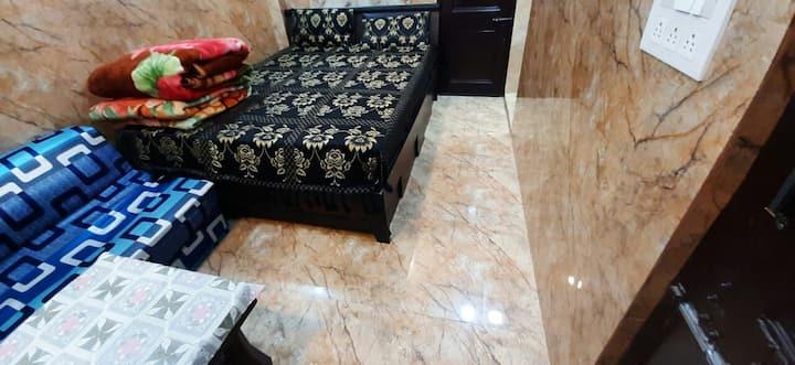 Posh s.delhi foreigners area, v.Safe, lajpat ngr-2