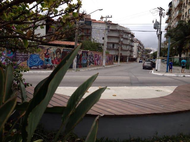 Visão da Praça das Águas para o Edifício Samambaia