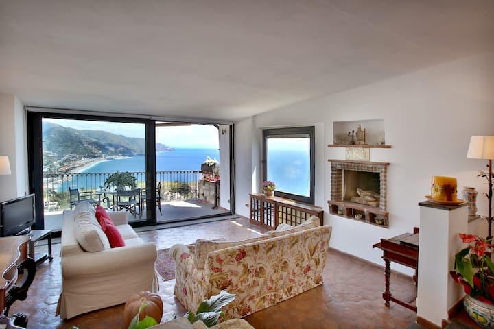 Casa Letizia, in the city seafront terrace