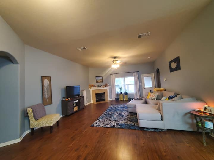 Entire Home, South of Austin,  right off I35!