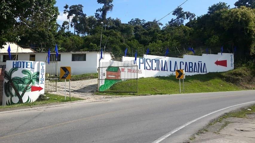 HOTEL PISCINA LA CABAÑA MESITAS