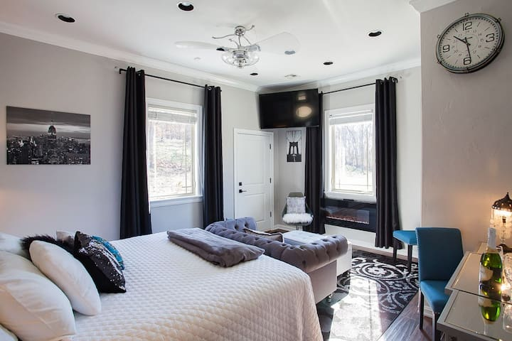 New York King Suite at B&B 4x Superhost!