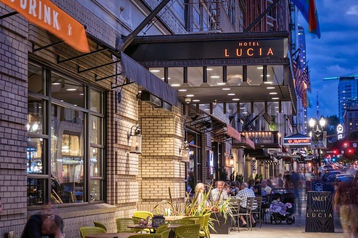 Hotel Lucia, Deluxe Queen