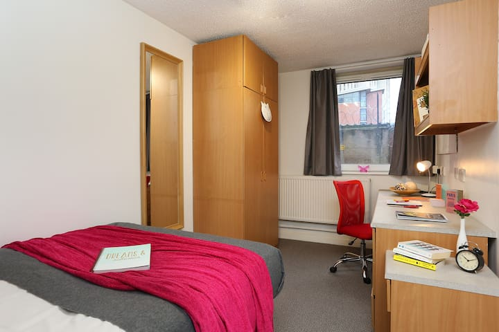 Deluxe Double Bedroom close to the City Centre. - Leicester - Apartment