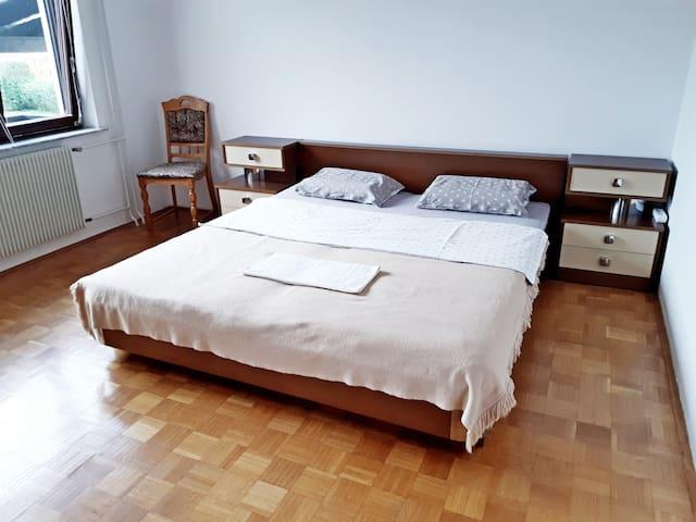 С балконом и кроватью кинг-сайз