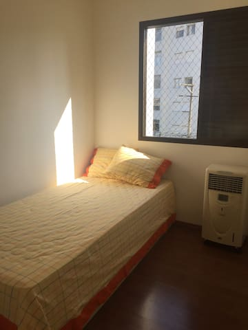ENTIRE ROOM, SINGLE BED + SHARED BATHROOM