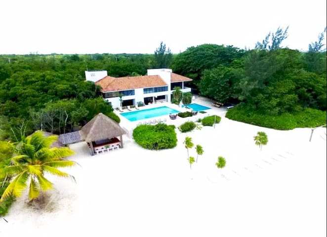 Beachfront Tropical House 3 Bedrooms sleeps 7