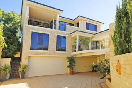 Luxury Residence with River Views! - Attadale