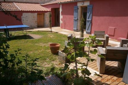 maison avec jardin ,  proche centre bourg, plages. - Luçon