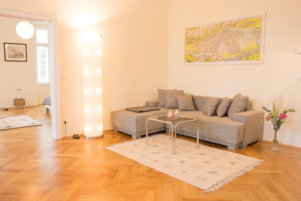 blick direkt ber naschmarkt sonnige wohnung condos zur miete in wien wien sterreich. Black Bedroom Furniture Sets. Home Design Ideas
