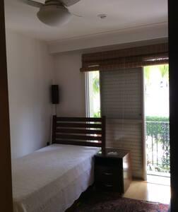 Quarto com varanda/ 1 pessoa/1 cama - São Paulo