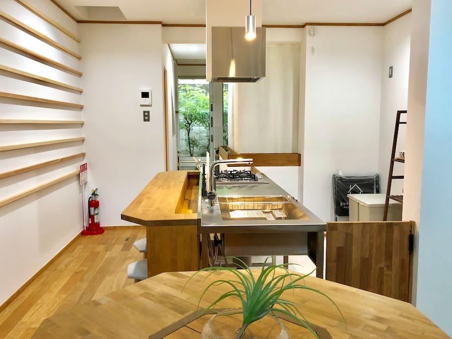 客廳以及開放式廚房