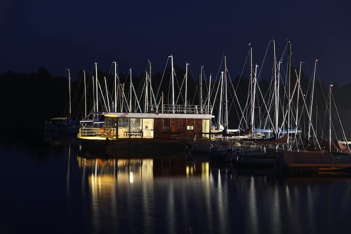Secret hint on the Baltic Sea→living in the marina