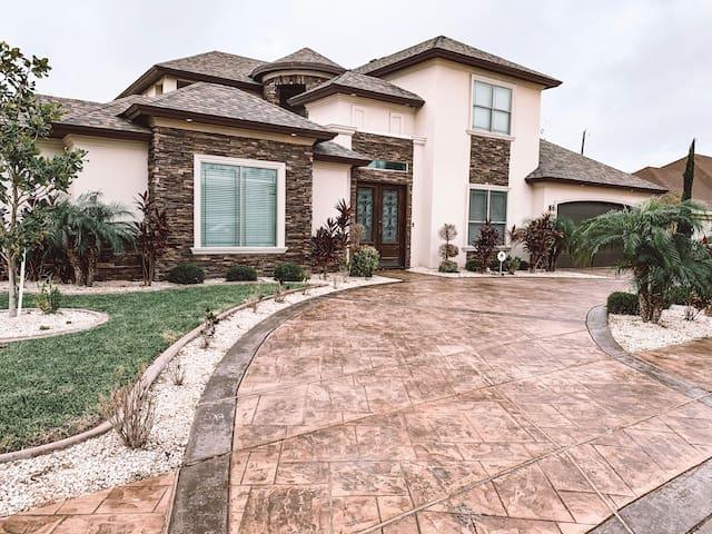 Luxury Spacious Pool Home McAllen, Texas
