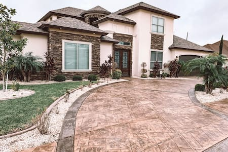 Luxury Spacious Pool Home McAllen, Texas