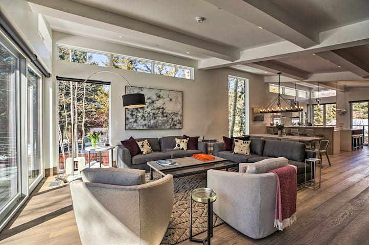 NEW! Renovated Luxury Aspen Home w/ Ski Bus Access