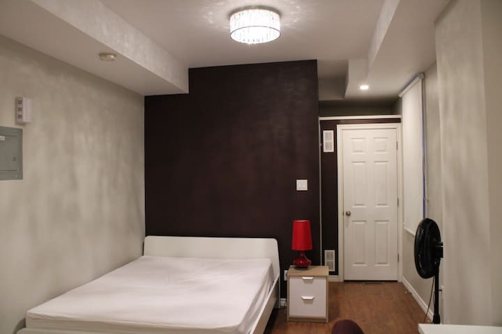 Newly built guest suite right in centre town
