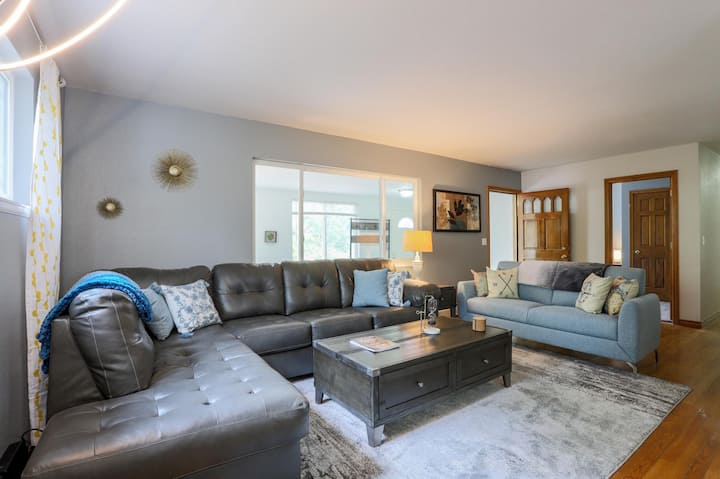 SECLUDED W/ PATIO AND BBQ | SLEEPS 19 | KING BEDS